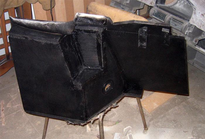 Заднюю часть выкрасили черной краской для защиты от влаги.