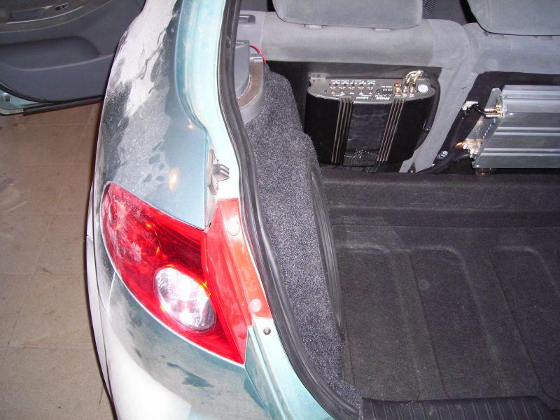 Сабвуфер сохранил дорогое место багажника, корпус выступает всего лишь на 4,5 см