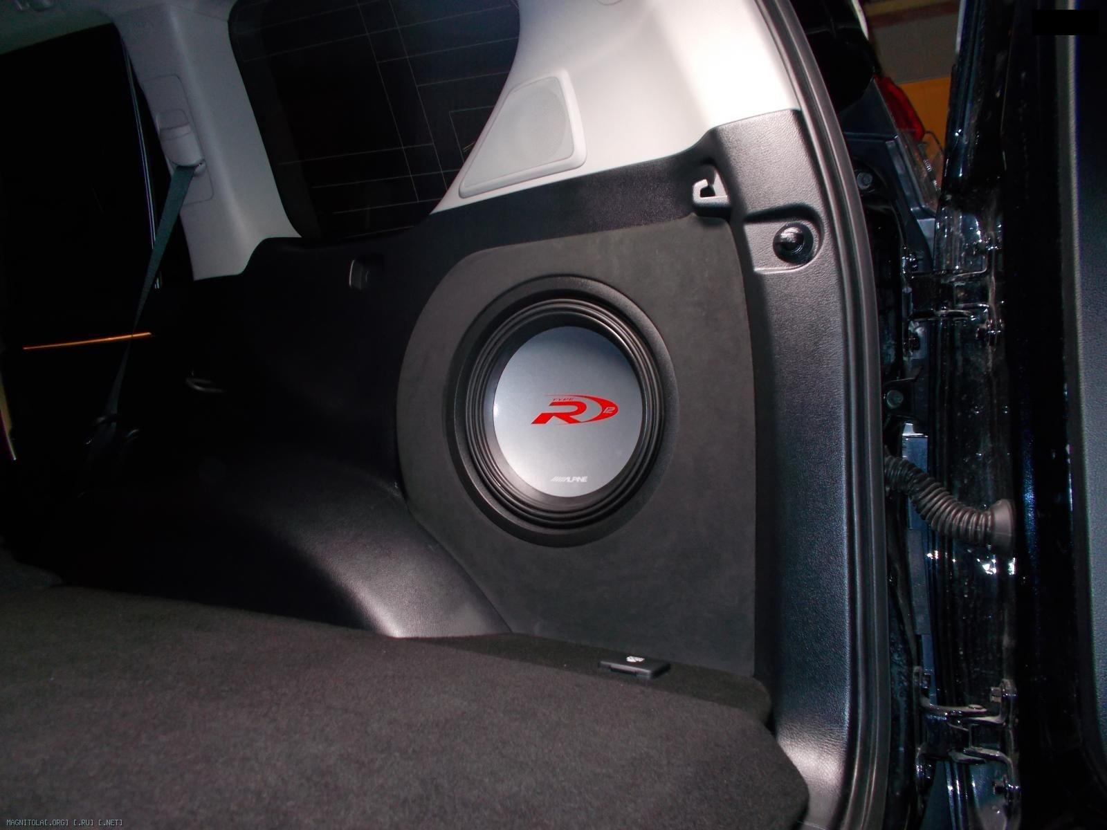 Сабвуфер установленный в правом крыле Toyota prado 150 2015
